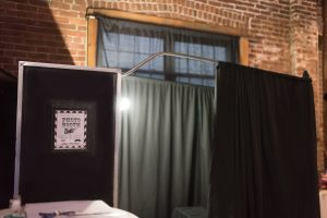 Box photo booth with curtain closer